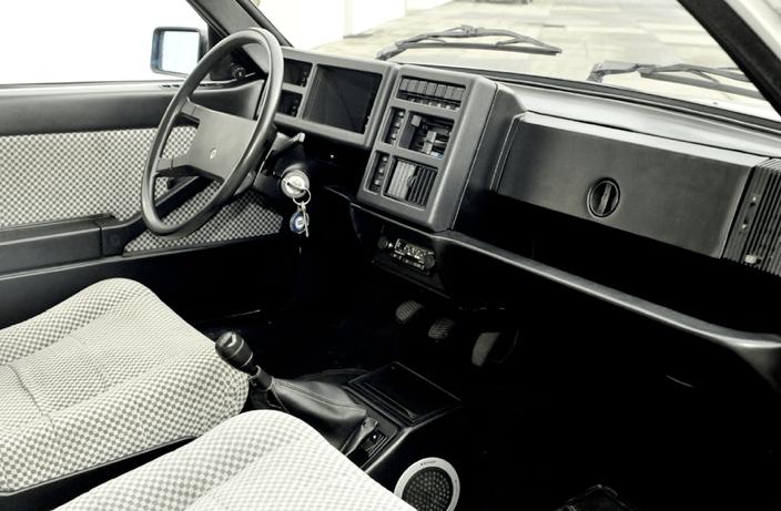 Lancia Delta 1500 interior