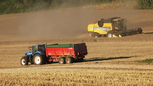 tractor-396477_640