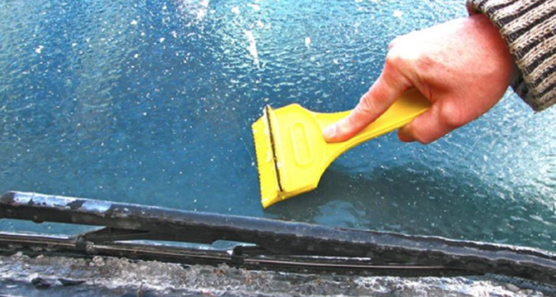 Clearing an iced up windscreen